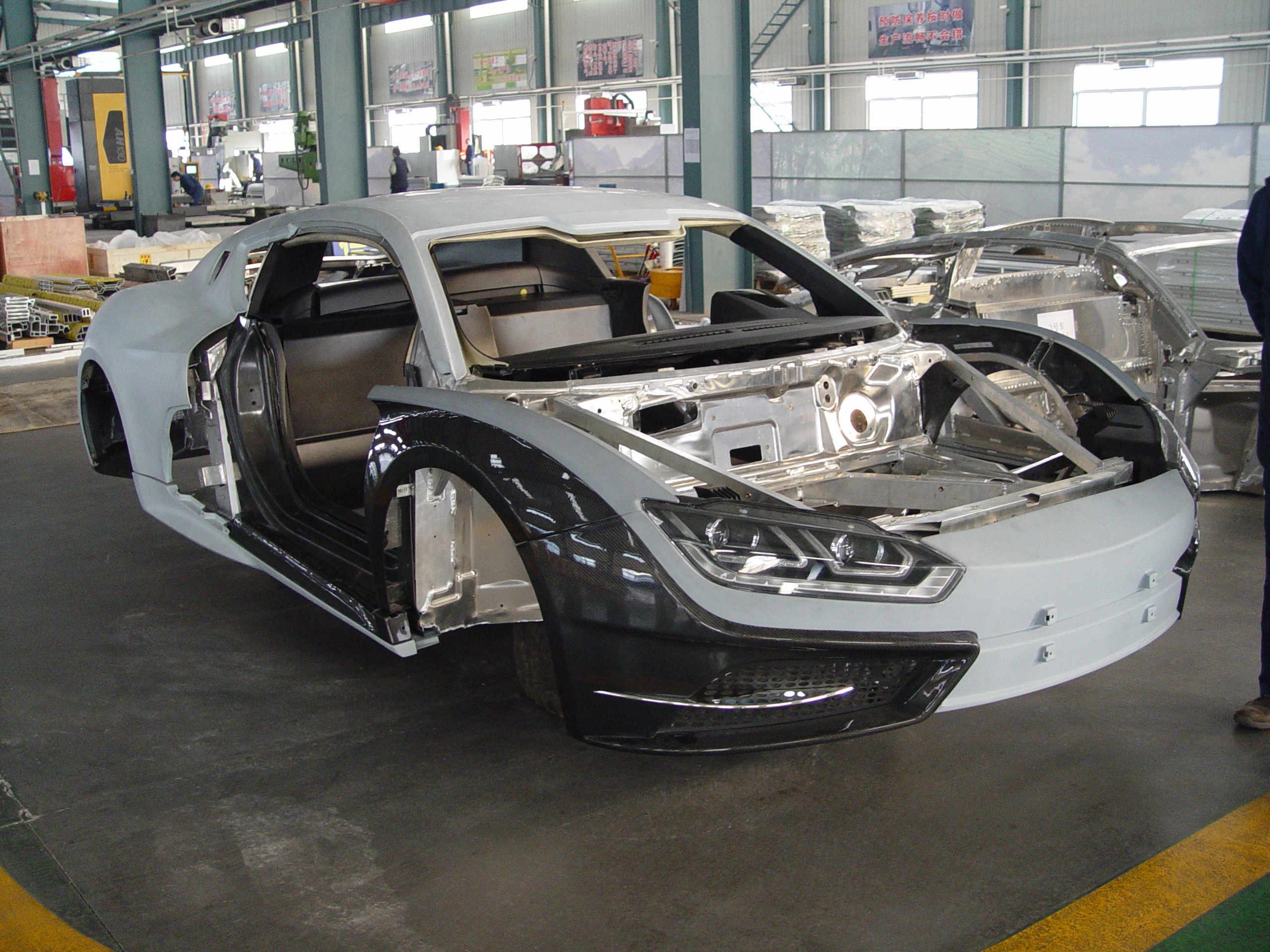 新能源电动铝汽车外板碳纤维覆盖件